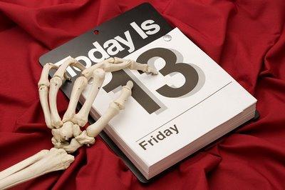 petak-13-skelet-kalendar
